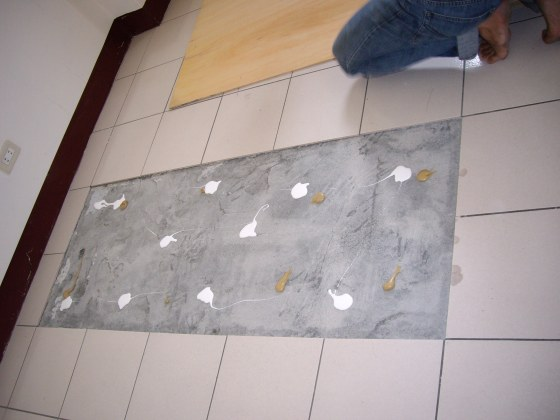 磁砖膨共改铺木地板(平铺施工)